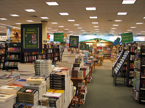 If Barnes & Noble closes it will mark the death of the last major book chain in the US, leaving the field open to Amazon, which sells one out of every two books in the country, according to.
